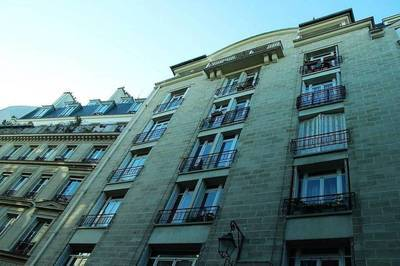 Location studio 54 m² Paris 3E - 1.950 €