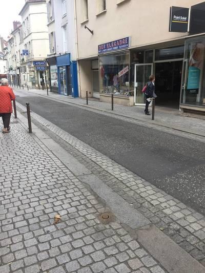 Location ou cession local commercial 90m² Mantes-La-Jolie (78200) - 1.900€