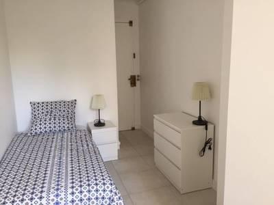Location meublée studio 12m² Neuilly-Sur-Seine (92200) - 700€