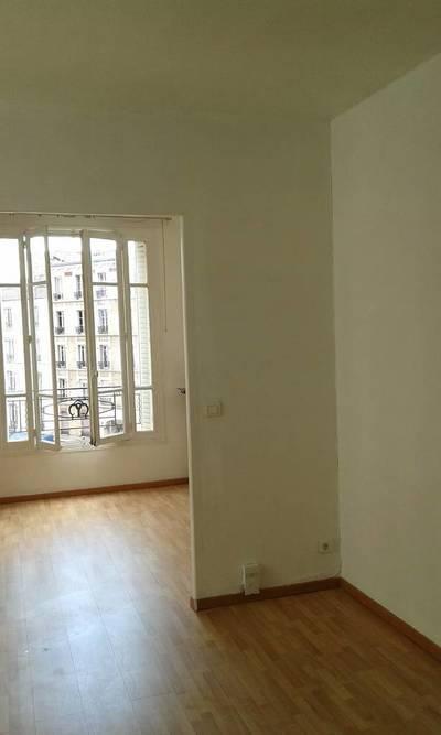 Location appartement 2pièces 28m² Paris 18E - 775€