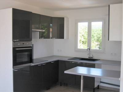 Location appartement 4pièces 82m² Forcalqueiret (83136) - 1.015€