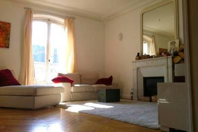 Location meublée appartement 3pièces 77m² Paris 19E - 2.360€