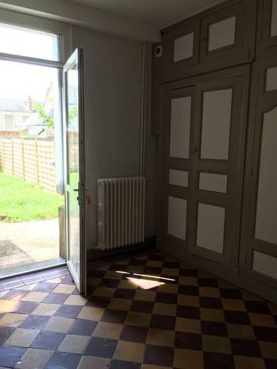 location studio 33 m tours 37 33 m 565 de particulier particulier pap. Black Bedroom Furniture Sets. Home Design Ideas