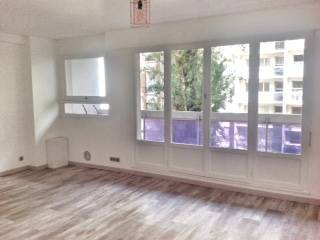 Location studio 32 m² Paris 15E - 1.100 €