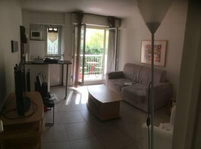 Location meublée studio 24m² Paris 17E - 930€