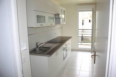 Location appartement 3pièces 67m² Combs-La-Ville (77380) - 990€