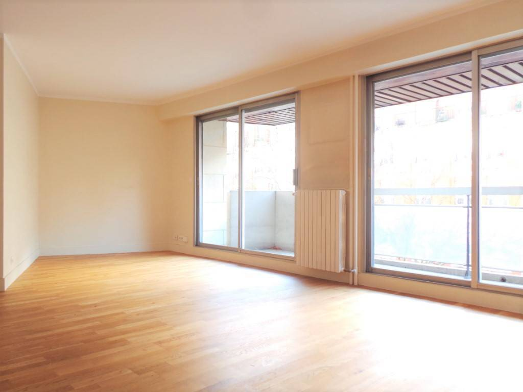 location appartement 5 pi ces 81 m paris 16e 81 m de particulier particulier pap. Black Bedroom Furniture Sets. Home Design Ideas