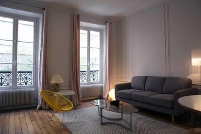 Location meublée appartement 2pièces 43m² Paris 7E - 1.600€