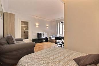 location studio paris 17e toutes les annonces de location studio paris 17e de particulier. Black Bedroom Furniture Sets. Home Design Ideas