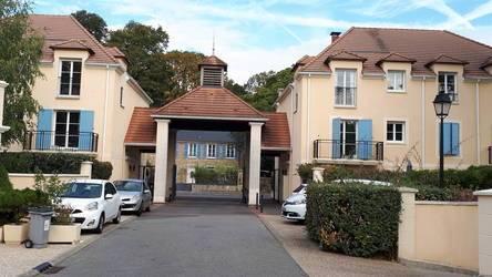 Location appartement 2pièces 45m² Voisins-Le-Bretonneux (78960) - 940€