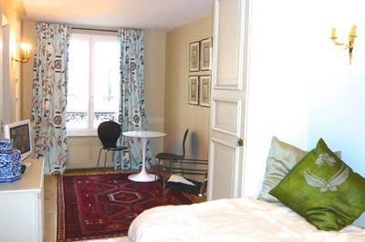 Location meublée studio 18m² Paris 2E - 970€