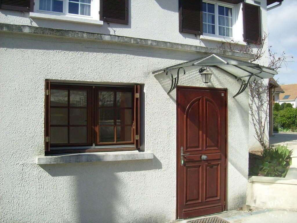 Location Appartement Sainte-Genevieve-Des-Bois (91700 40m² 825€