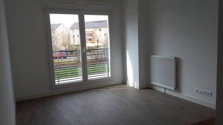 Location studio 23 m² Saint-Pierre-Du-Perray (91280) - 500 €