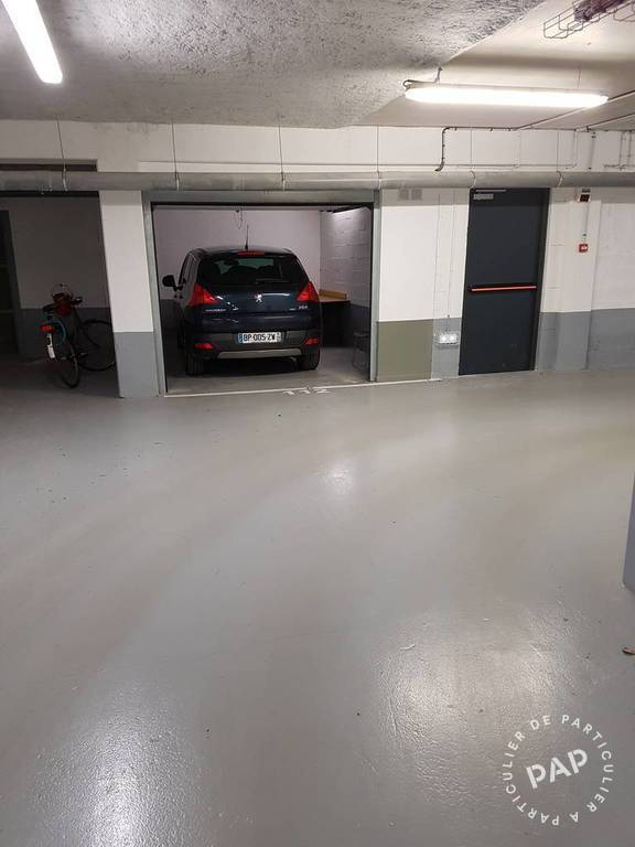 Location garage parking pantin 93500 150 de for Location box garage particulier