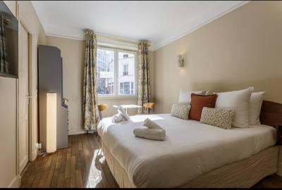Location meublée studio 25m² Paris 15E - 1.045€