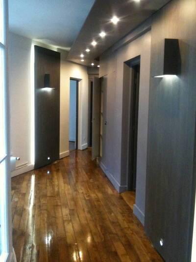 Bureaux, local professionnel Paris 8E - 11m² - 940€
