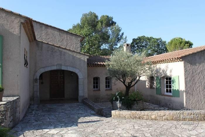 vente maison 340 m draguignan 83300 340 m de particulier particulier pap. Black Bedroom Furniture Sets. Home Design Ideas