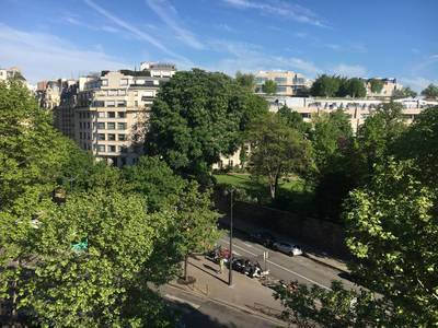 Location studio 35 m² Paris 8E - 1.450 €