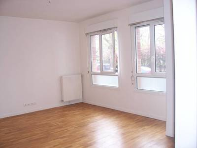 Location studio 30 m² Paris 15E - 900 €