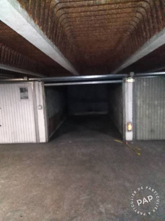 Location garage parking paris 18e 120 de for Location box garage particulier