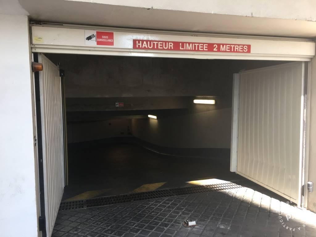 Location garage parking paris 18e 160 de for Location garage orleans particulier