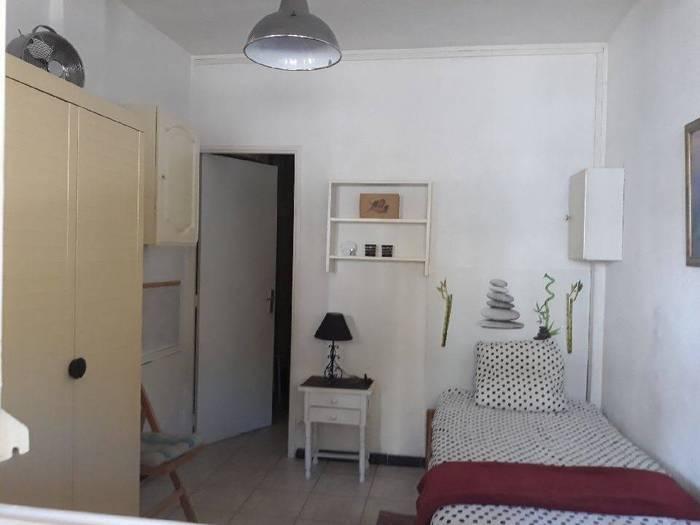 location meubl e studio 17 m aubagne 17 m 450 de. Black Bedroom Furniture Sets. Home Design Ideas