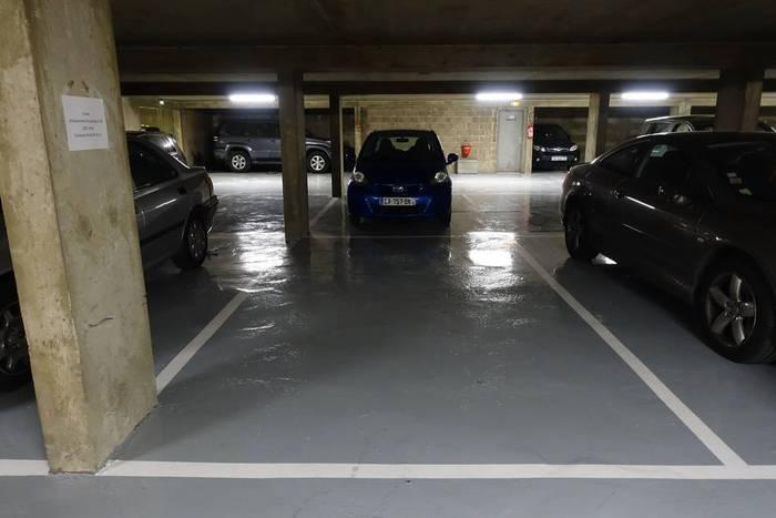 Location garage parking paris 14e 120 de for Garage mini rue des acacias paris 17