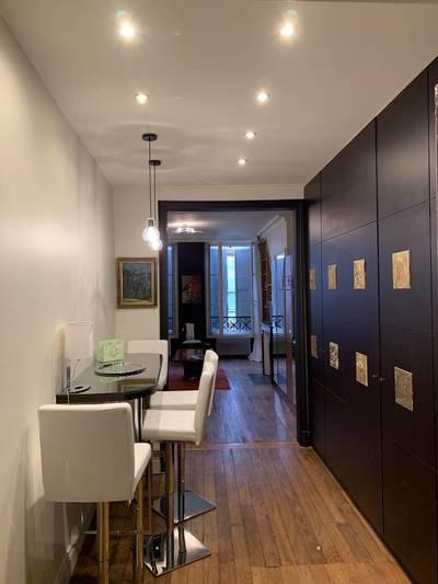 Location meublée studio 31m² Paris 8E - 1.400€