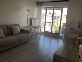 Location meublée studio 25m² Paris 17E - 910€