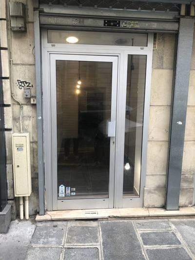 Local commercial Paris 3E - 25m² - 1.380€