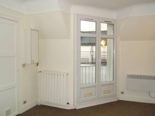 Location studio 16 m² Paris 15E - 785 €