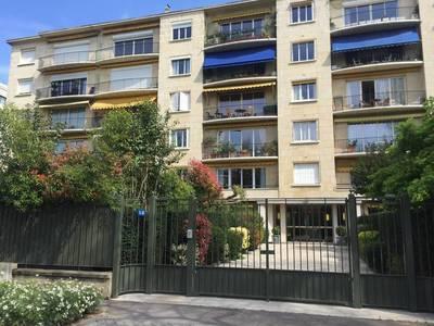 Location meublée studio 12m² Neuilly-Sur-Seine (92200) - 630€