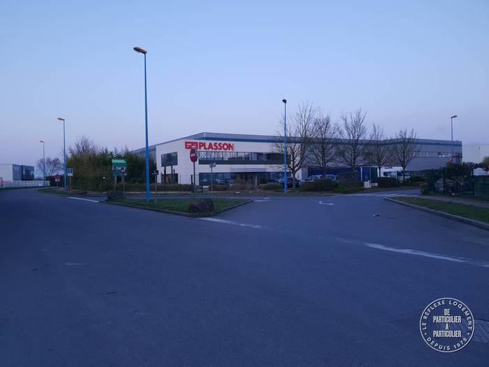 Vente et location Local d'activité Servon (77170) 3.220m² 18.000€