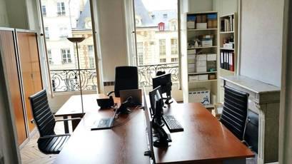 Bureaux, local professionnel Paris 4E - 24m² - 450€