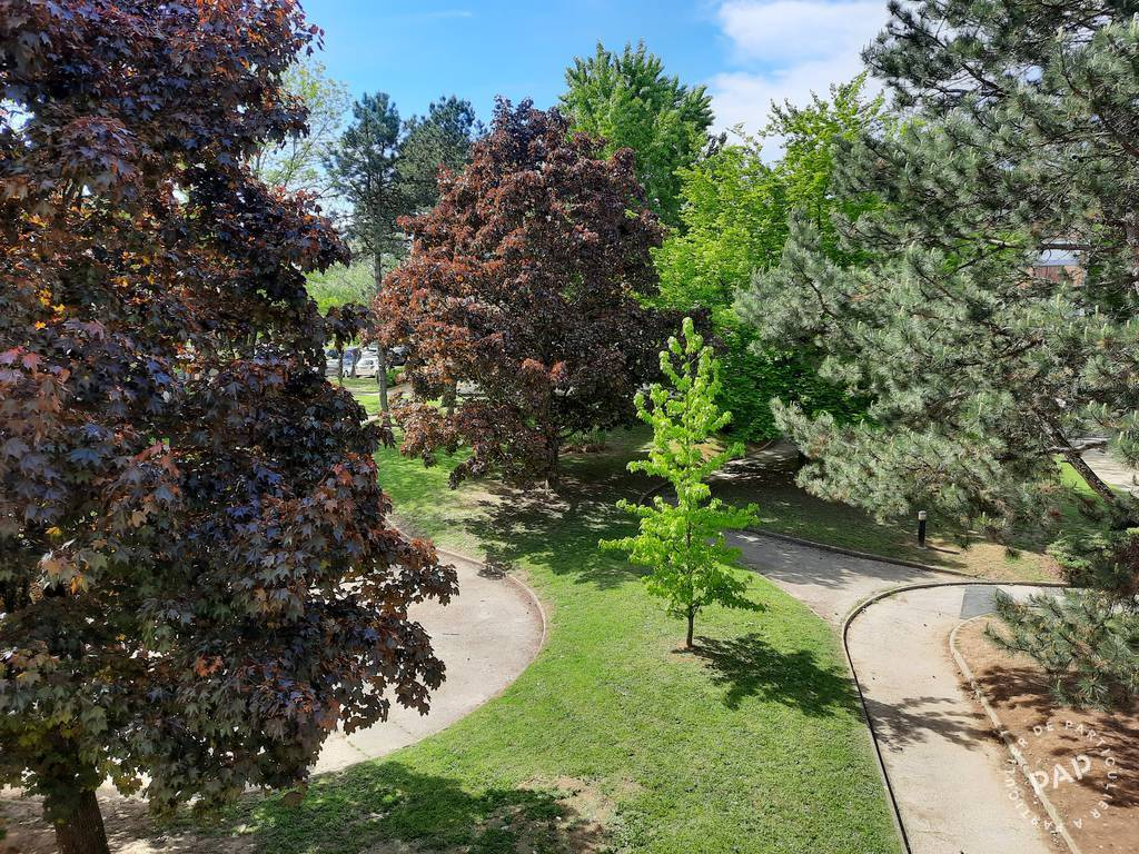 Location appartement 4 pièces Saint-Priest (69800)