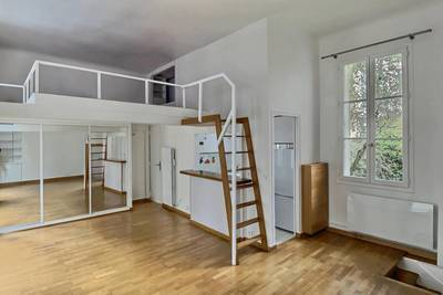 Location studio 35 m² Paris 4E - 1.285 €