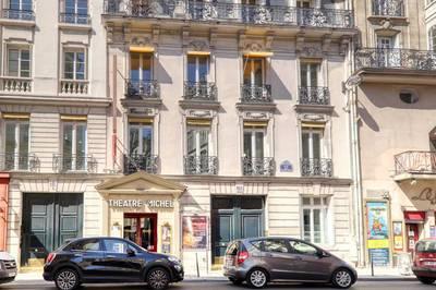 Paris 8E - Nue Propriété 48+17M² Hc