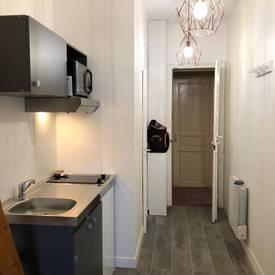 Location meublée studio 12m² Paris 17E - 700€