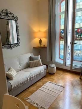 Location meublée studio 22m² Paris 8E - 1.160€