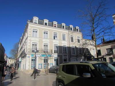 Location studio 28 m² Poitiers (86000) - 430 €