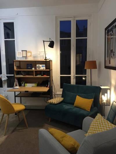Location meublée appartement 2pièces 27m² Paris 8E - 974€