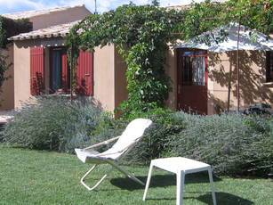 Location meublée maison 80m² Saint-Quentin-La-Poterie (30700) - 940€
