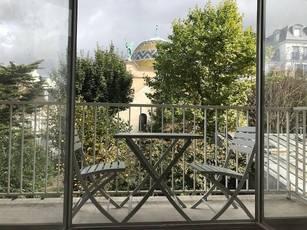 Location meublée studio 27m² Paris 6E - 1.320€
