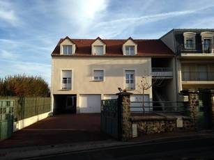 Location appartement 2pièces 42m² Brie-Comte-Robert (77170) - 805€