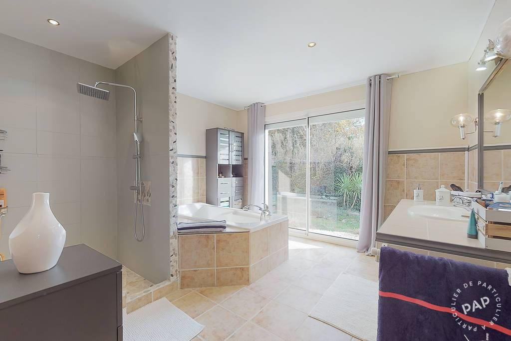 Immobilier Au Coeur De Margon 540.000€ 186m²