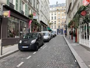 Location ou cession local commercial 43 m² Paris 18E (75018) - 2.590 €