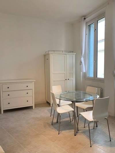 Location meublée studio 28m² Salon-De-Provence - 550€