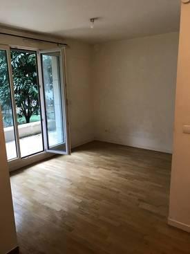 Location studio 22m² Issy-Les-Moulineaux (92130) - 701€