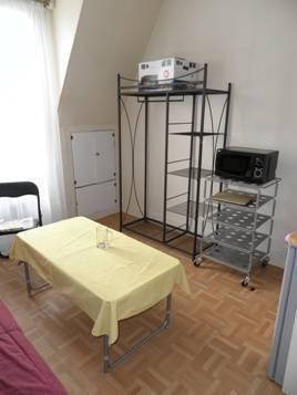 Location meublée studio 14m² Paris 18E (75018) - 625€