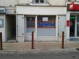 Location ou cession local commercial 25 m² Claye-Souilly (77410) - 800 €